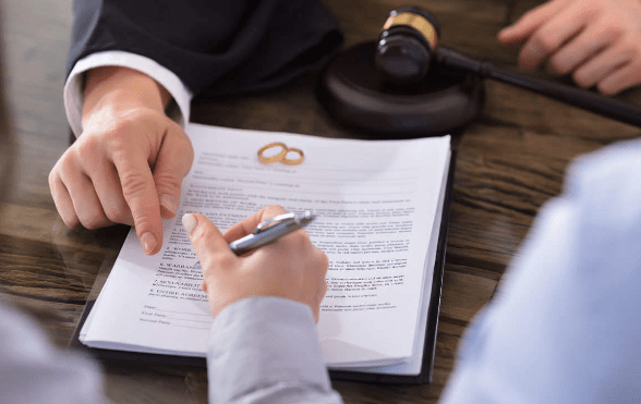Do you have to pay taxes on a divorce settlement?